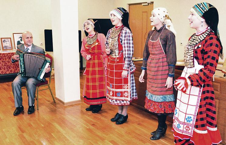 Фольклорист Геннадий Макаров и кряшенский народный ансамбль