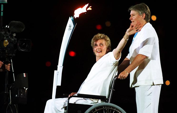 Австралийская легкоатлетка Бетти Катберт во время церемонии открытия Игр 2000 года