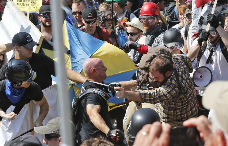Вамериканском городе Шарлотсвилль введен режимЧС из-за шествия правых радикалов