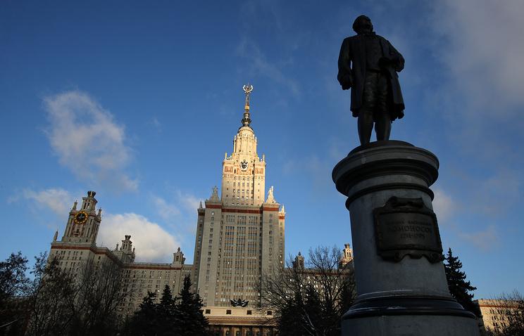 Главное здание МГУ имени М. В. Ломоносова на Воробьевых горах в Москве