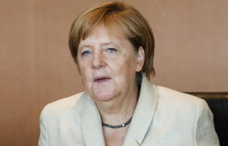 Меркель угрожает пересмотреть отношения сАнкарой после очередного задержан ...