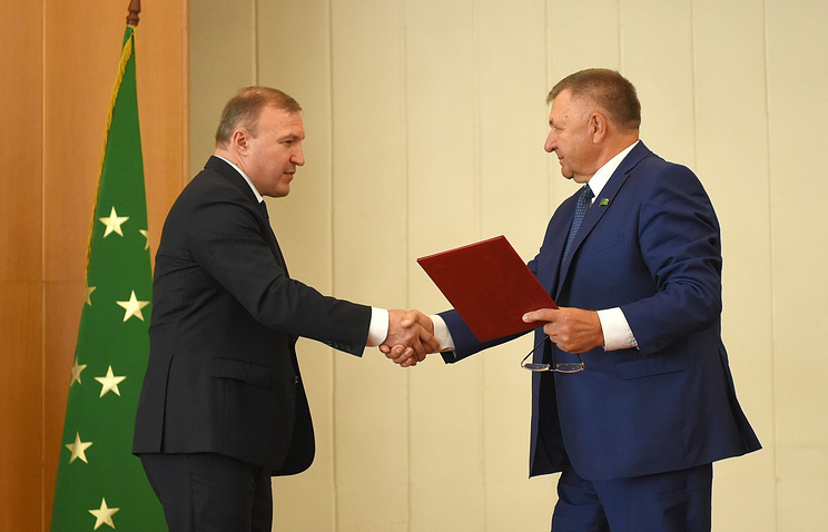 Глава Республики Адыгея Мурат Кумпилов и председатель республиканского парламента Владимир Нарожный
