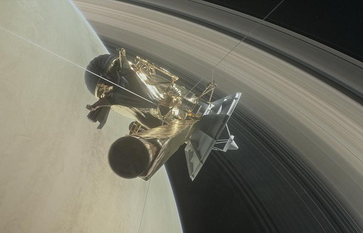 Зонд Cassini прислал уникальные цветные фото колец Сатурна