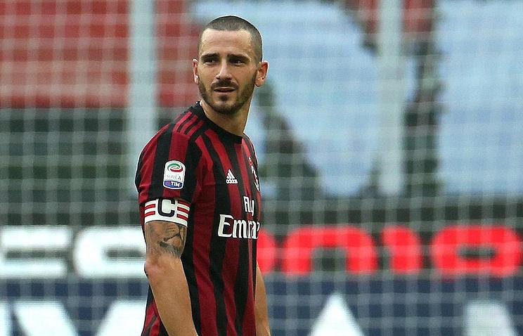 Футболист «Милана» был удалён споля после просмотра видеоповтора
