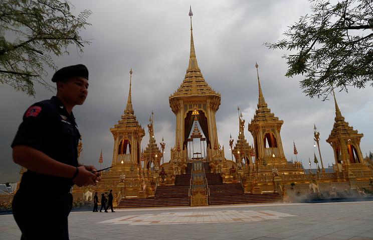 ВТаиланде 26октября кремируют покойного короля, траур покоторому продолжался год