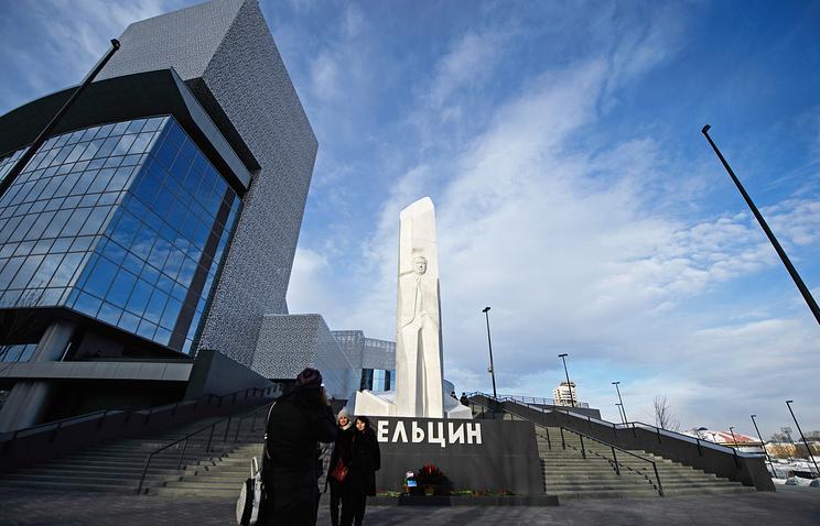 Памятник первому президенту России Борису Ельцину в Екатеринбурге