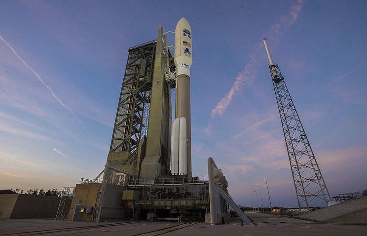 Ракета Atlas V с 2-мя военнослужащими аппаратами запущена вСША