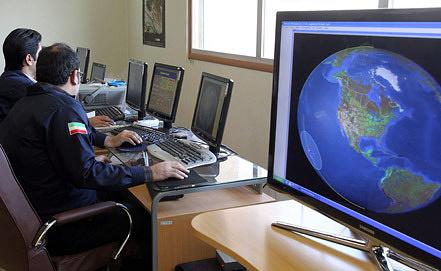 """Ученые получают данные со спутника """"Навид"""". Фото ЕРА/ИТАР-ТАСС"""