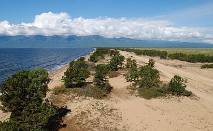 Вид на Баргузинский залив и полуостров Святой Нос озера Байкал. Фото ИТАР-ТАСС