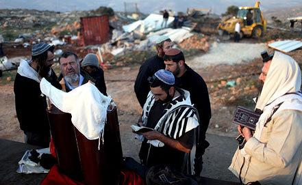 Одно из нелегальных поселений на Западном берегу реки Иордан. Фото ЕРА/ИТАР-ТАСС