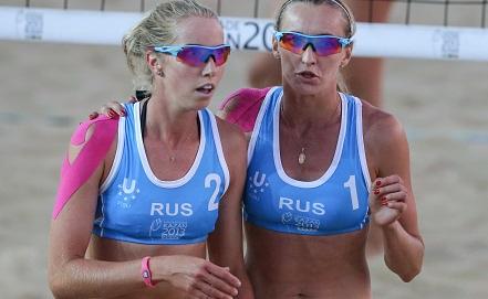 Евгения Уколова /слева/ и Екатерина Хомякова. Фото ИТАР-ТАСС/Георгий Андреев