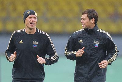 Павел Погребняк и Динияр Билялетдинов. Фото ИТАР-ТАСС