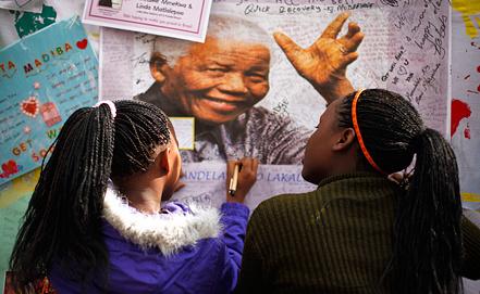 Жители ЮАР пожелания о выздоровлении Нельсону Манделе. Фото ЕРА/ИТАР-ТАСС