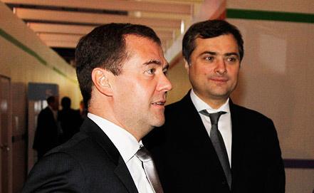 Дмитрий Медведев и Владислав Сурков (справа). Фото ИТАР-ТАСС