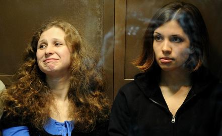 Мария Алехина (слева) и Надежда Толоконникова. Фото из архива ИТАР-ТАСС