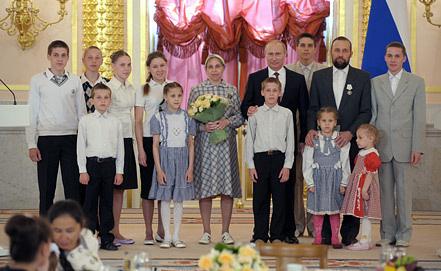 """Церемония вручения орденов """"Родительская слава"""" в 2012 году.Фото из архива ИТАР-ТАСС"""