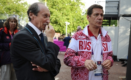 Президент ВФЛА Валентин Балахничев (слева) с президент ОКР Александром Жуковым. Фото ИТАР-ТАСС
