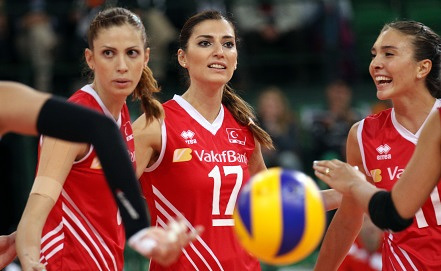 Турецкие волейболистки - соперницы сборной России   Фото EPA/FRISO GENTSCH