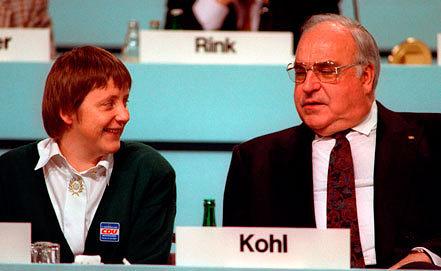 Ангела Меркель и Хельмут Коль.1991. Фото EPA/MICHAEL JUNG