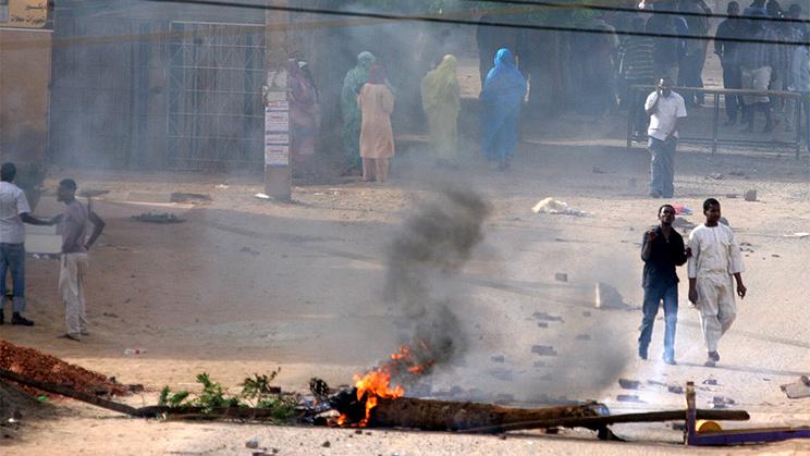 Антиправительственный протест в Хартуме. Фото из архива EPA/STRINGER
