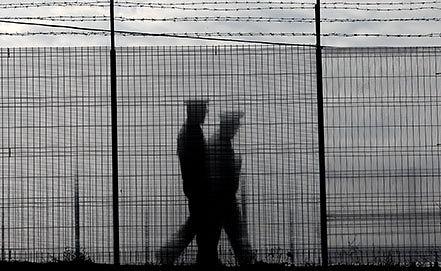 Румынские пограничники. Фото EPA/ROBERT GHEMENT