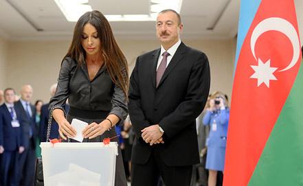 Ильхам Алиев с супругой. Фото EPA/SERGEI ILNITSKY