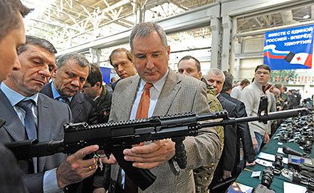 Вице-премьер РФ Дмитрий Рогозин (справа). Фото ИТАР-ТАСС/ Максим Новиков