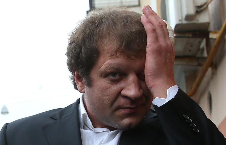 Александр Емельяненко перед встречей с пенсионером Мисютиным в кафе «Фаина»