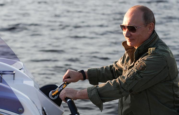 Президент России Владимир Путин в одном из национальных заповедников Тывы, 2013 год