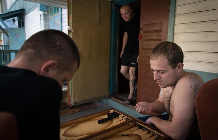 Пациенты реабилитационного центра для наркоманов