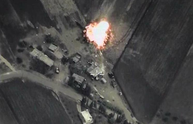 """Российская авиационная группа, размещенная на сирийском аэродроме """"Хмеймим"""", нанесла первые точечные удары по объектам международной террористической организации ИГИЛ"""