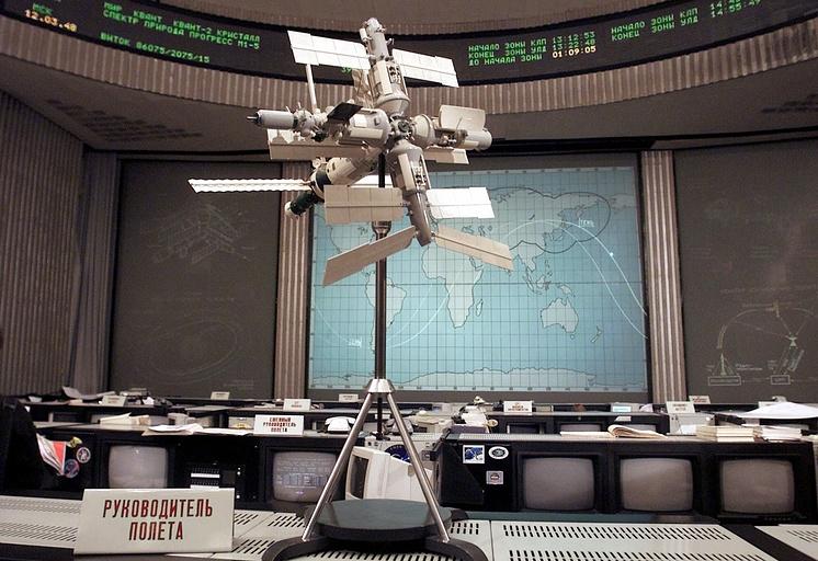 Масштабная модель станции в Центре управления полетами в Королеве, 2001 год
