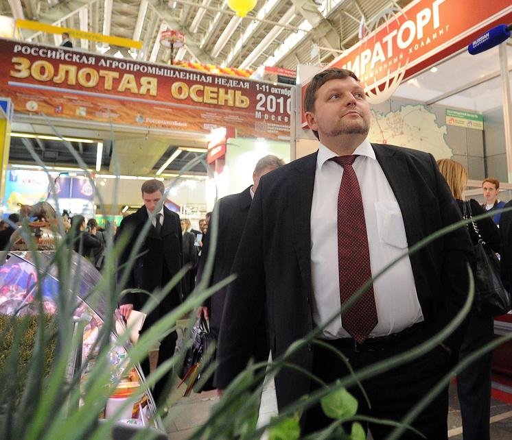 """Никита Белых во время посещения ежегодной агропромышленной выставки """"Золотая осень"""" на ВВЦ, 2010 год"""