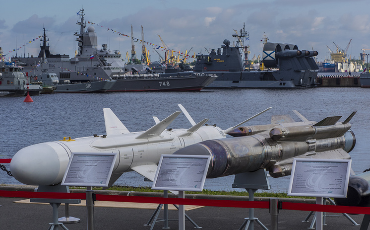 Авиационные высокоскоростные противорадиолокационная ракета Х-31ПД и противокорабельная ракета Х-31АД