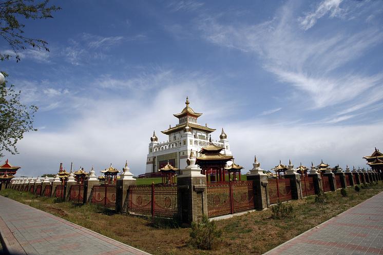 "Буддийский храм ""Золотая обитель Будды Шакьямуни"""
