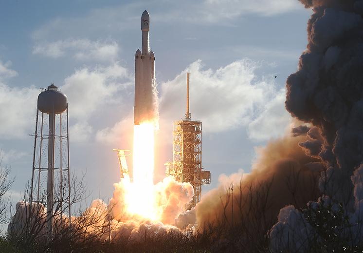 Запуск ракеты-носителя Falcon Heavy