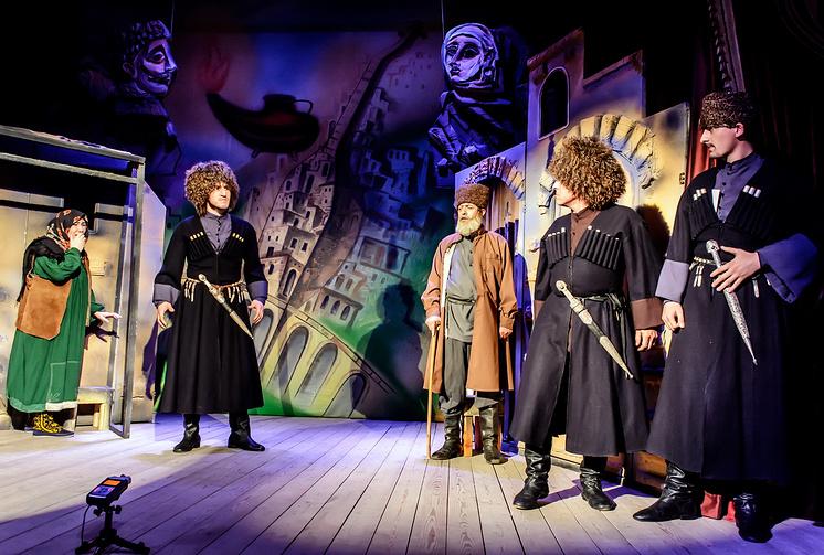 На сцене Аварского музыкально-драматического театра имени Г. Цадасы